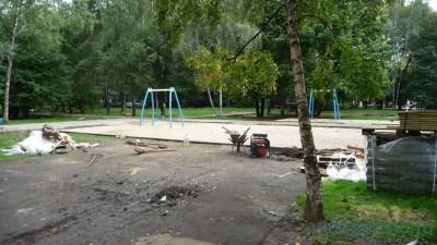 Дворовую территорию ул. Дубнинская д. 16 к. 1 начали демонтировать 06.08.2016 г. - Стройка_Дубнинская_16_1_1.jpg